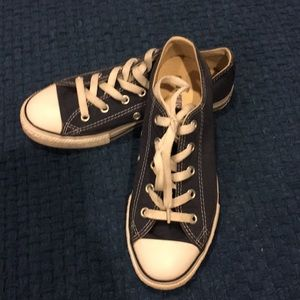 Blue youth Size 2.5 Converse